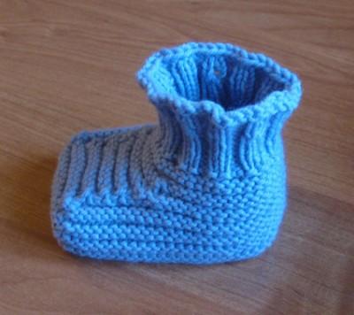 Вязание на спицах - голубая пинетка.jpg